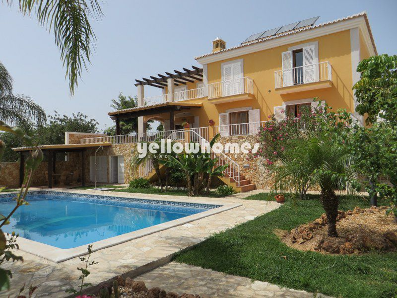 Beautiful 4-bed villa in a well-established residential area near Tavira