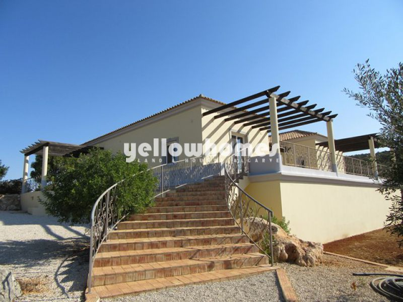 3-bed villa on a large plot with amazing sea-/country views near Moncarapacho