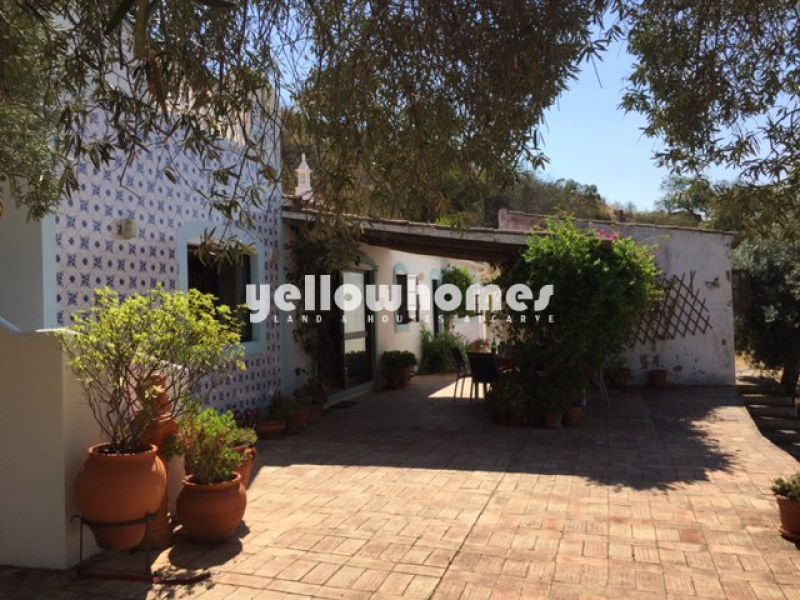 Lovely 2-bed quinta located on a large plot near Santa Catarina Fonte do Bispo