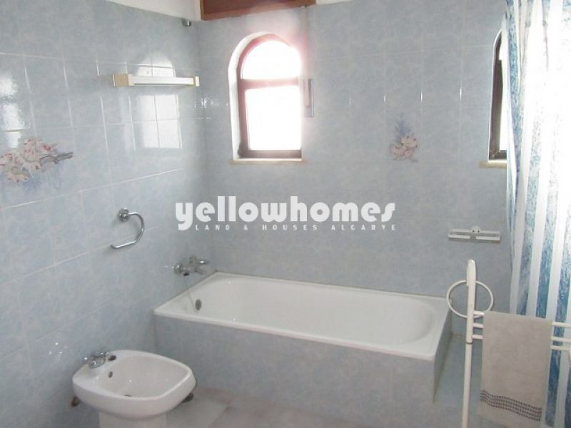 Well maintained 3-bed villa with lovely sea and country views near Tavira