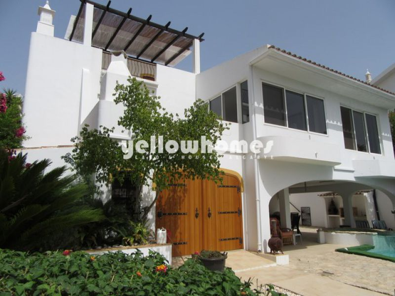Good quality 4-bed villa at the river front of the coastal town Tavira