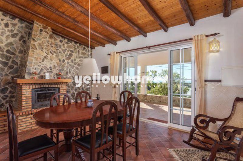 3-bed Villa with breathtaking views of the Algarvian coastline