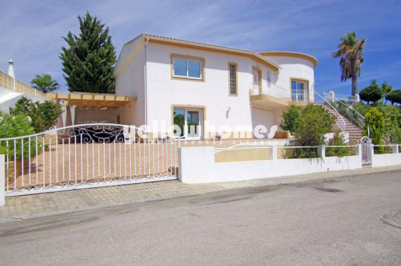Spacios villa with private pool and garage in a urbanization near Castro Marim