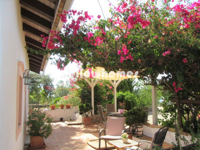 Beautiful, energy efficient Quinta with guest house, pond and large plot