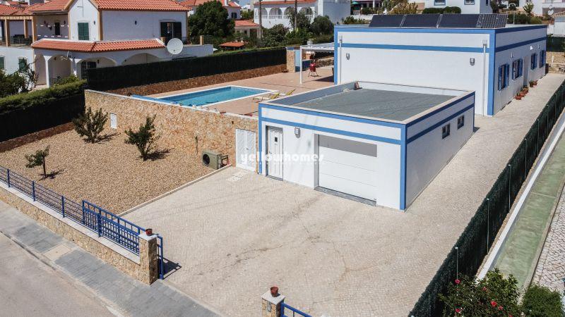 Moradia moderna V4 com piscina aquecida perto de Castro Marim