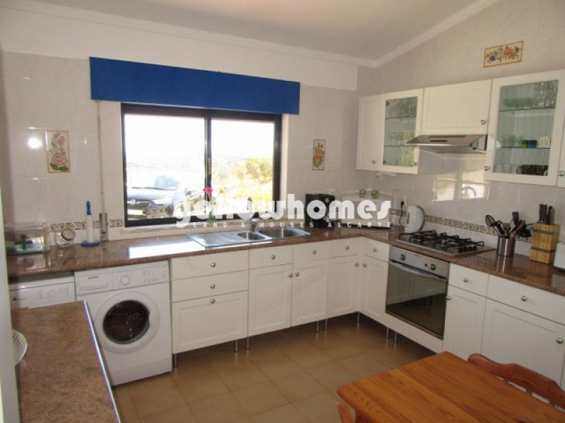 Well-kept 3-bed villa with sea and country views near Tavira
