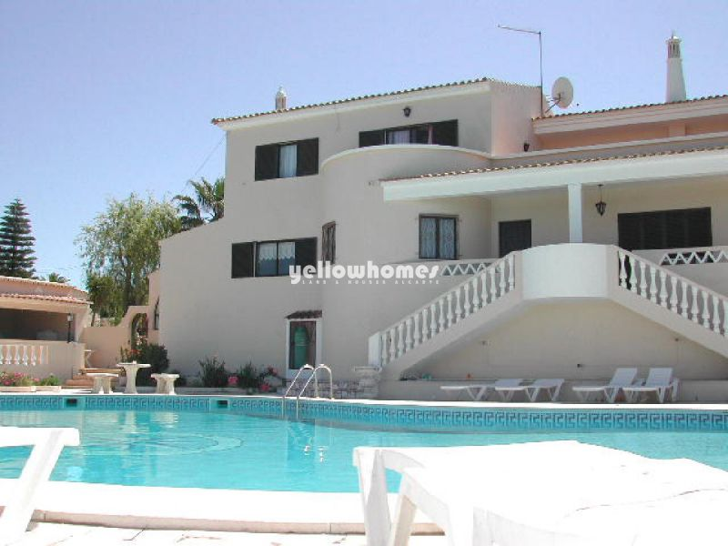 Beautiful 6 bedroom Quinta with large swimming pool