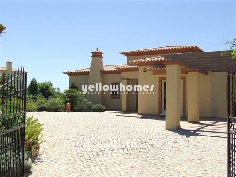 Luxurious 5 bedroom villa with pool on small urbanization near beaches