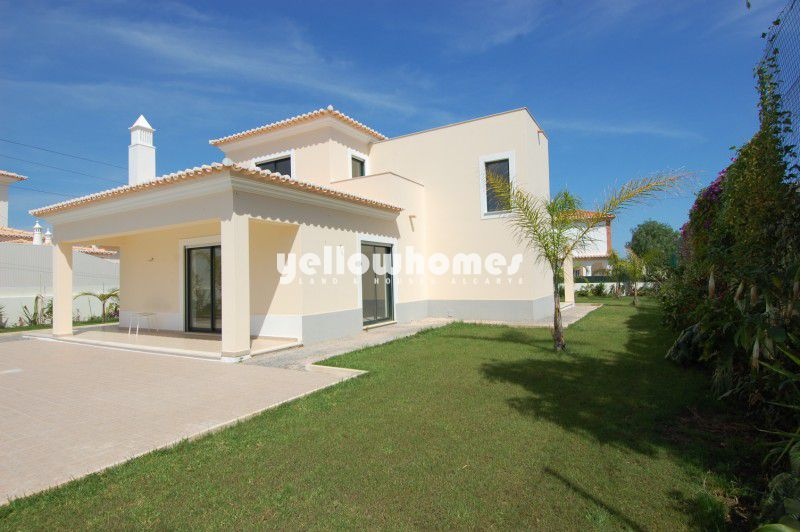 New luxurious 4 bed Villa with pool close to Carvoeiro centre