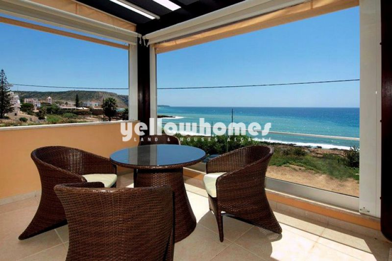 Brand new 4 bedroom front line villa in Praia da Luz