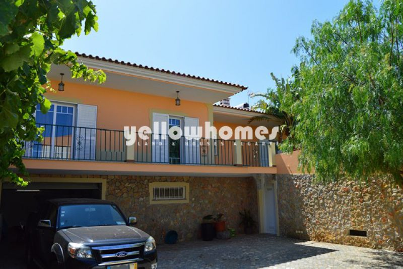 Lovely 3 bedroom family Villa in popular area near centre of Algoz Village