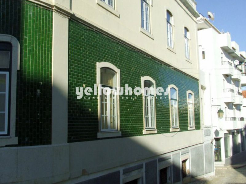 Large Historical urban property in the centre of Portimao