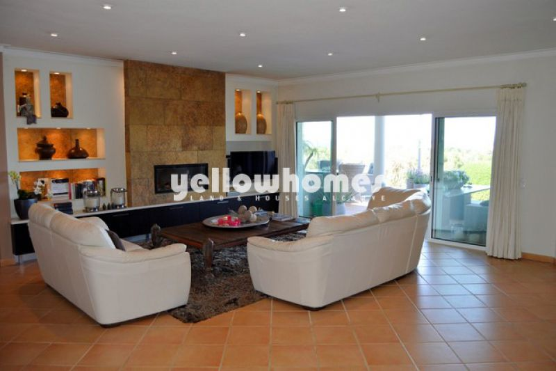 Deluxe 4 bed Villa with salt-water pool and manicured gardens near Carvoeiro