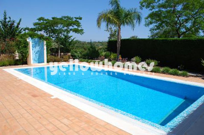 4-bed detached villa with country views in a Golf resort near Carvoeiro