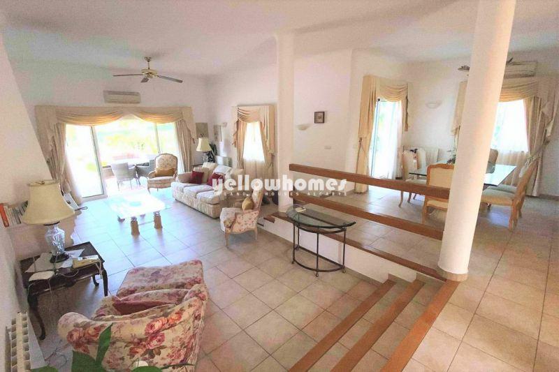 Confortável moradia V3 com piscina privada num empreendimento de golfe bem conservado no Carvoeiro
