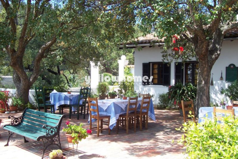 Licensed guesthouse and private Villa with 12 bedrooms in Monchique