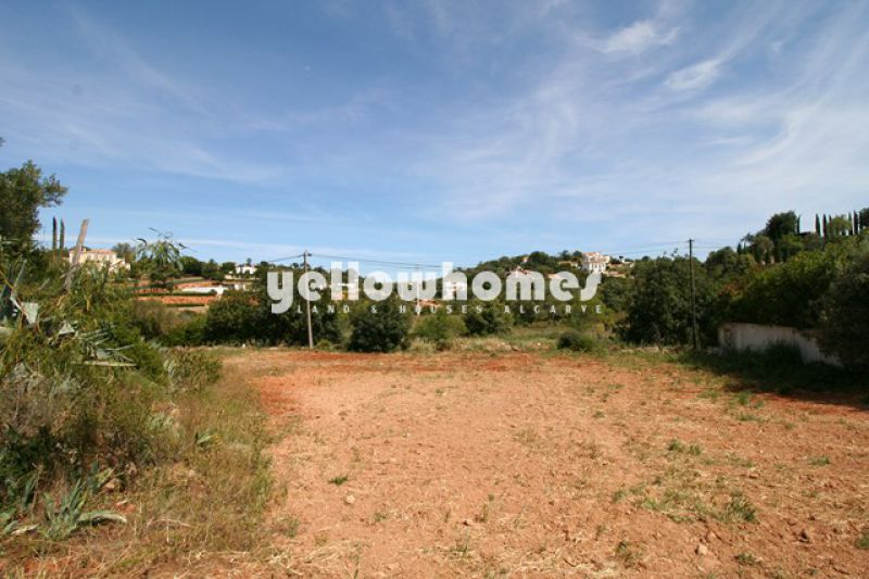 Well located building plot near Almancil