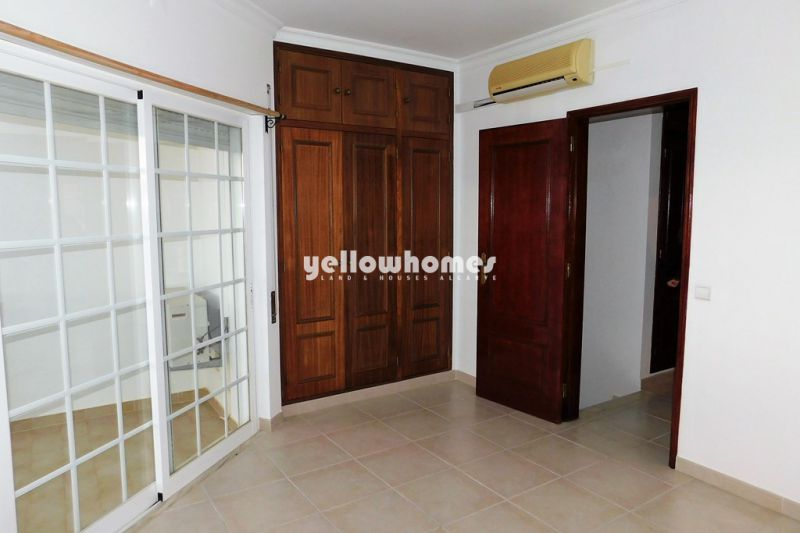 Well maintained townhouse with 2 bedrooms set within the village of Salir