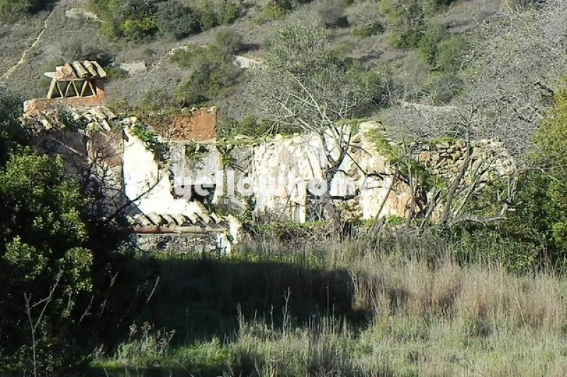 Building plot with beautiful country-/sea views near Loule
