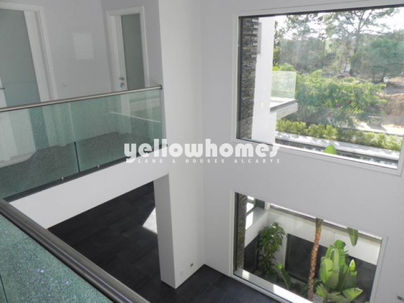 Magnificent contemporary 5-bedroom villa