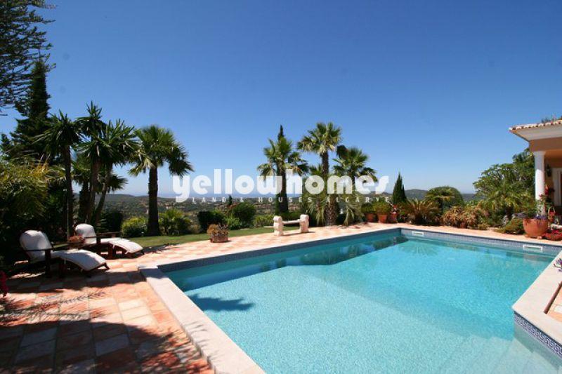 Central Algarve 4 bed villa with sea views
