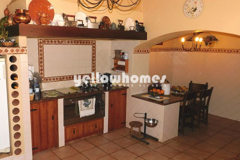 Single storey 3 bed villa with magnificent garden near Loule