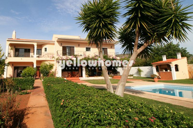 Villa with top floor apartment and small farm near Vilamoura