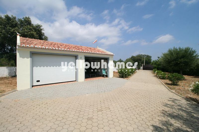 Sao Bras villa with 4- bedrooms with pool and large plot