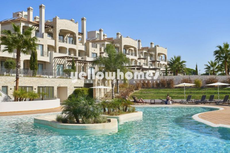 Spacious 1-bed apartments with sea views in top quality resort near VILAMOURA