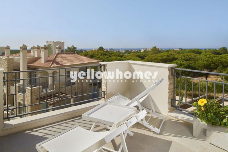 Spacious Penthouse apartment with roof terrace and sea views close to Vilamoura