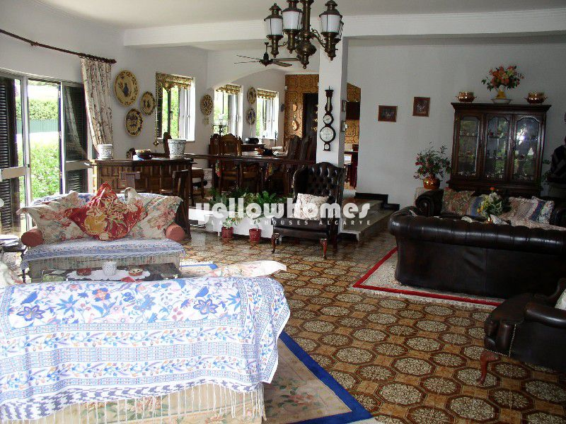 Rustic style 3-bedroom villa close to the golf course
