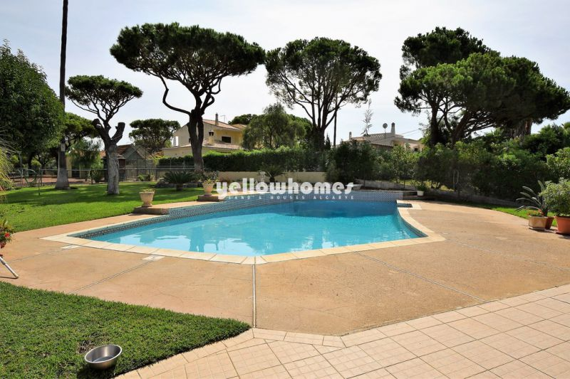 Very spacious 6-bed villa close to amenities, beaches and golf near Vilamoura