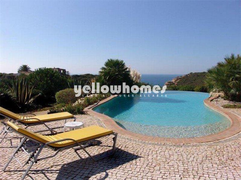 Magnificent cliff top villa in a prestigious location near Carvoeiro