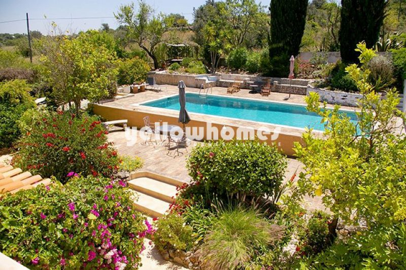 Charming four bedroom villa in a tranquil location near Guia