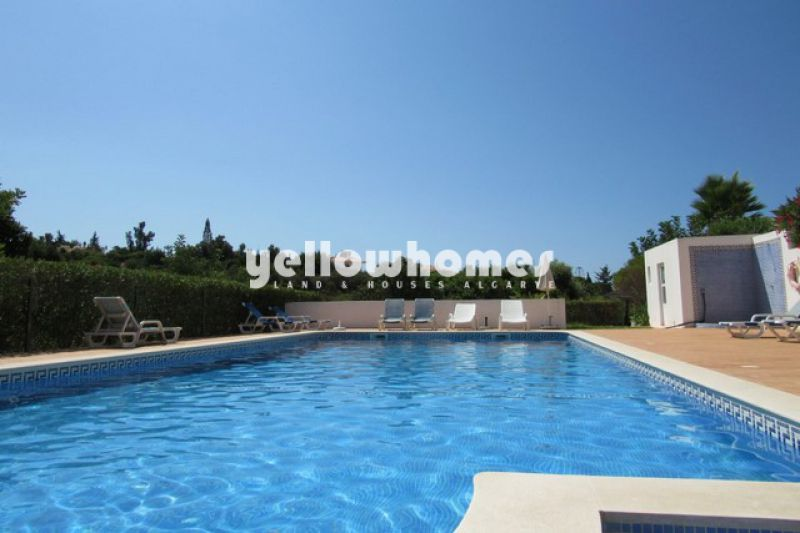Attractive two bedroom townhouse with sea views near Carvoeiro