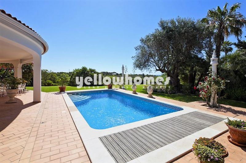 Luxurious four bedroom villa with wonderful sea views