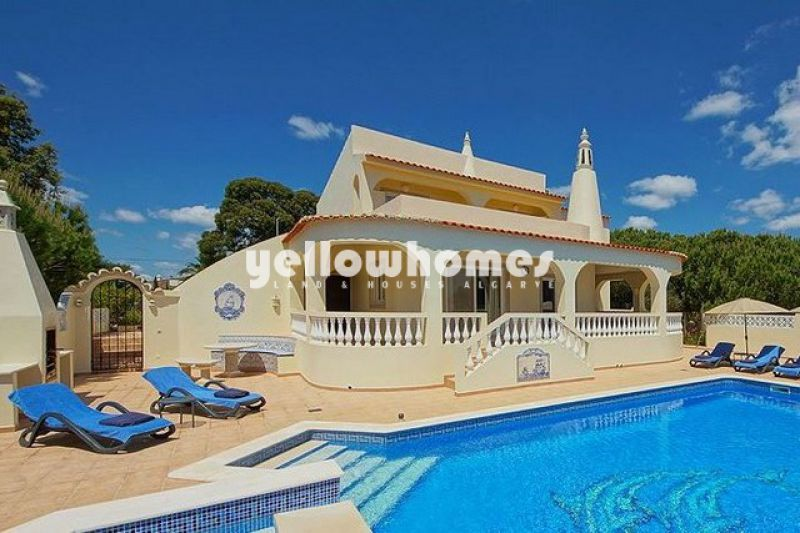 Elegant four bedroom villa close to Carvoeiro with sea views