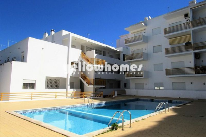 Spacious 3 bedroom apartment in the centre of the village Carvoeiro