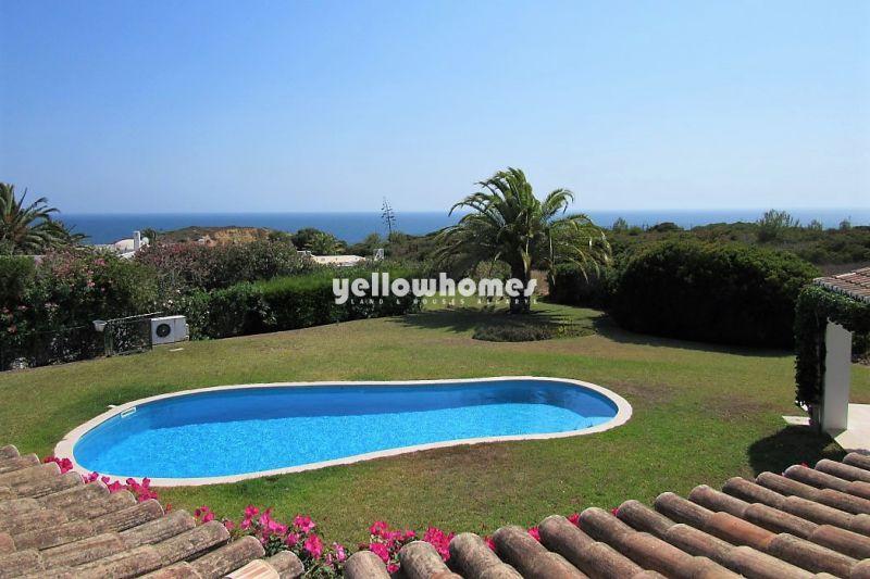 Spacious 4-bed villa with fantastic sea-views in Carvoeiro