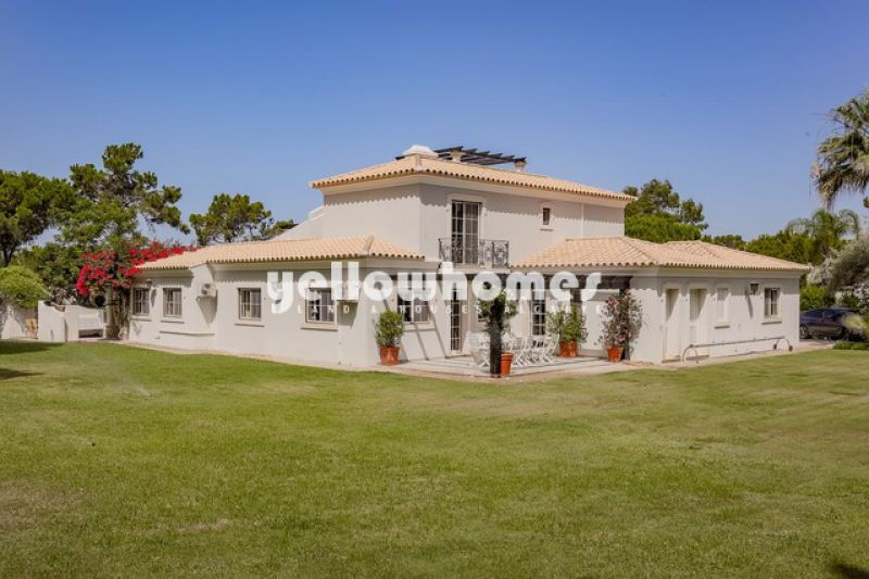 Immaculately maintained 7-bedroom villa in Quinta do Lago