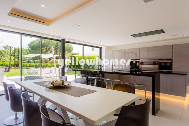 Stylish and modern 5-bed villa in Quinta do Lago