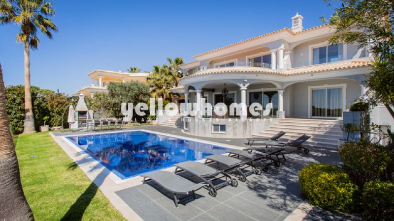 Exceptional 4-bed villa with panoramic sea views