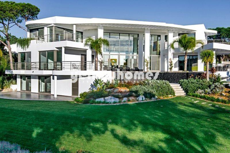 Stunning new contemporary 6-bed villa