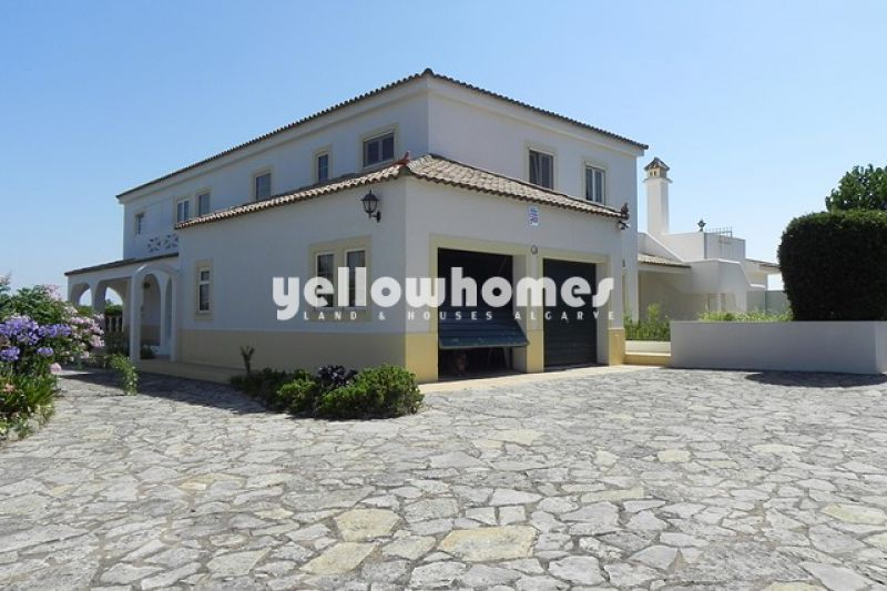 5-bed Villa with swimming pool and stunning  sea views near Boliqueime