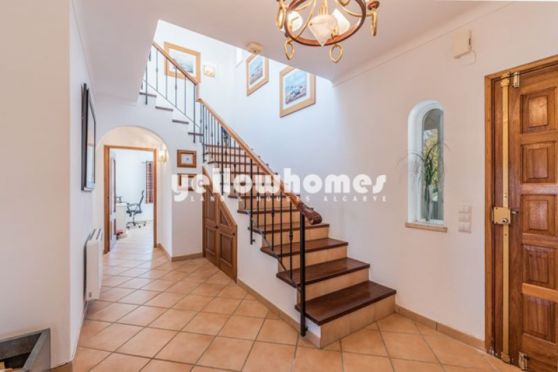 Impeccably presented 3 bed villa in Boliqueime with pool and sea views