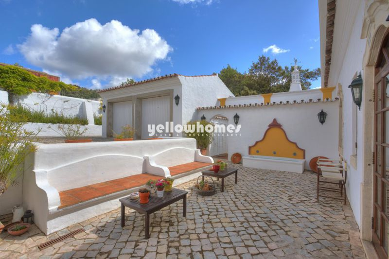 Elegant country home with 4 bedrooms in the central Algarve
