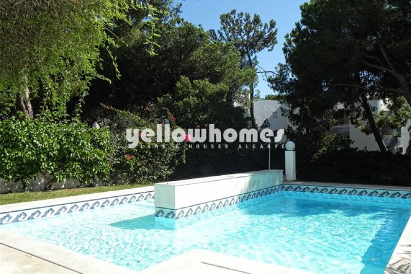 Contemporary style 5 bed villa in the centre of Vilamoura