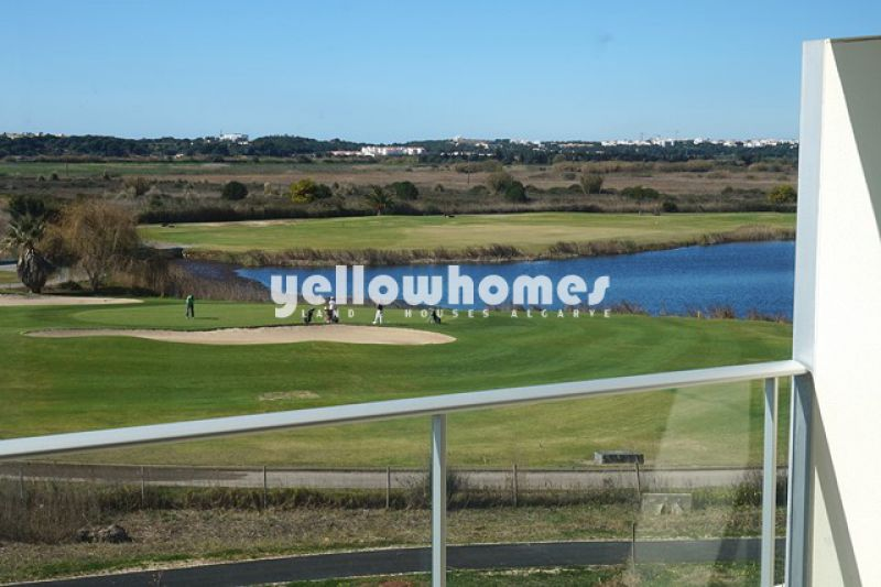 Modern 2-bedroom apartment on the golf course in Vilamoura