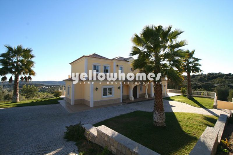 Spacious villa on a large plot with sea views near Loule for sale