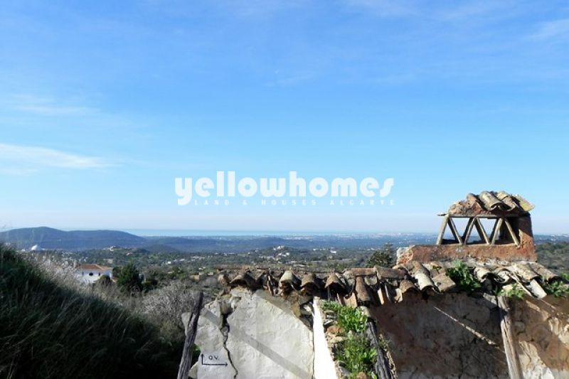 Terreno com vista mar localizado numa zona rural tranquila perto de Loule